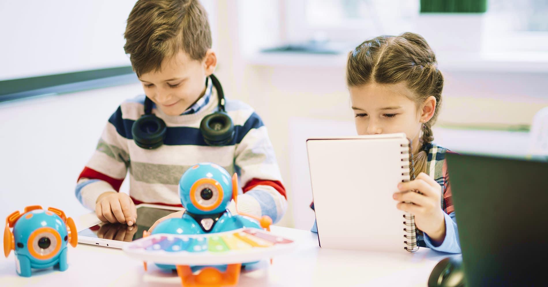 bambini giochi robot informatica